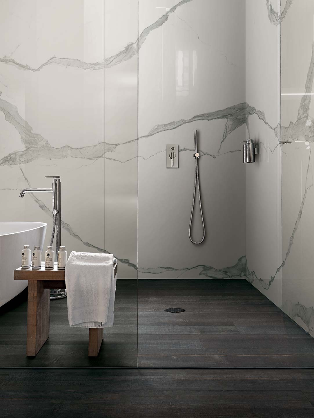 Classici statuario by rex ceramiche porcelain tiles ss for Carrelage imitation parquet salle de bain